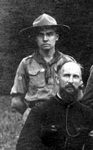 Lucien Goualle (derrière le Père Sevin)