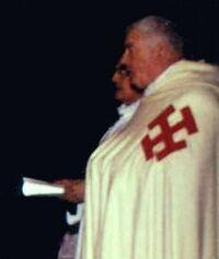 Le père Revet lors d'une cérémonie de vêtures en 1985