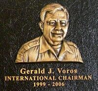 Gerald Jerry Voros sur une plaque du centre international de Kandersteg