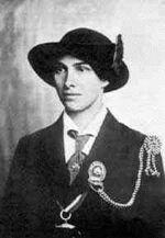 """Portrait d'Olave St Clair Soames en uniforme de Chef Guide d'Angleterre avec le """"Poisson d'Or"""" - 1918"""