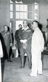 Vargas (en blanc) avec le général japonais Homma en 1943