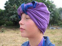 Bandage de la tête avec un foulard.jpg