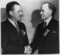 Amory Houghton à gauche en 1946