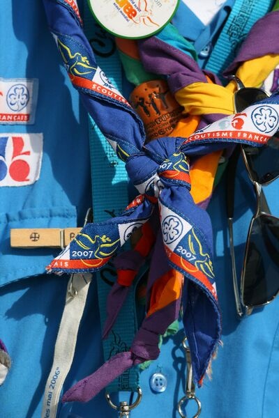 Neckerchieves around the neck of a SGdF guide at 2007 World Scout Jamboree in UK.