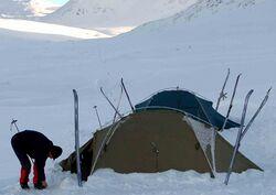 chauffage de la tente scoutopedia l 39 encyclop die scoute. Black Bedroom Furniture Sets. Home Design Ideas