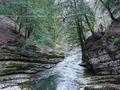 Traversée de l'Areuse sur un pont de corde.jpg