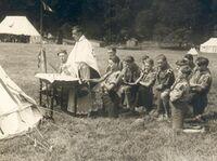 L'Abbé Bunel célébrant la messe lors d'un camp Franco-britannique près de Plymouth en 1928