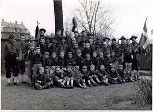 Gruppen fotograferet 1956 i gården bag 'Borgen'.